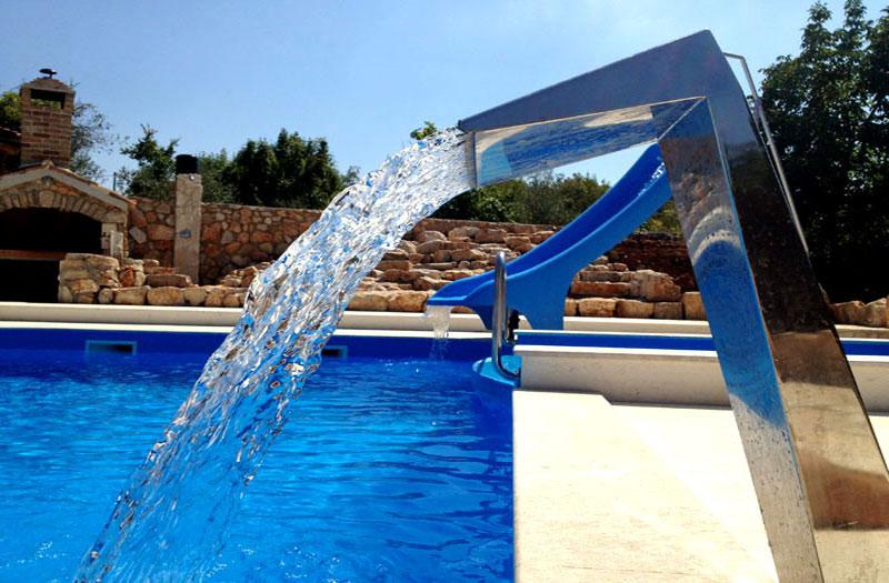 Poliesterski bazeni